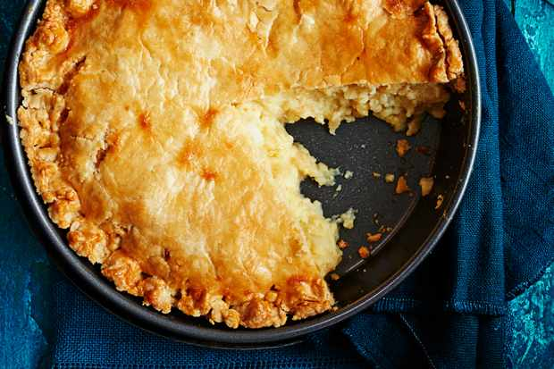 Melting cheese and onion pie recipe