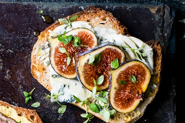 Party tartines - Dolcelatte, fig and thyme