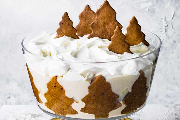 Trifle Recipe with Gingerbread, Caramel and Pear