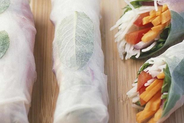 Rice paper rolls with peanut sauce