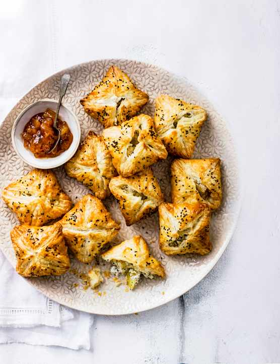 Best Vegetarian Canapés For Cheese, Onion and Potato Pie Recipe
