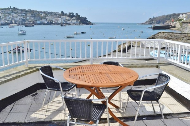 Havener's Fowey: waterfront apartment balcony