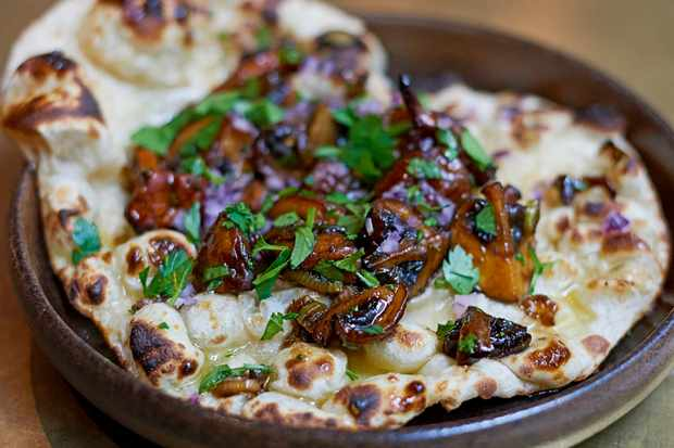 Easy Naan Bread Recipe with Mushrooms