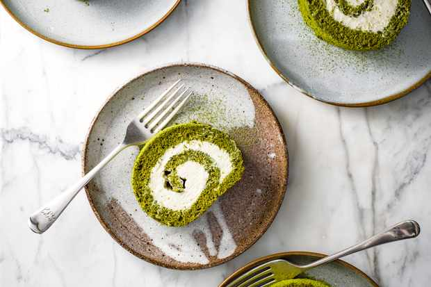 Matcha Swiss Roll Recipe with White Chocolate