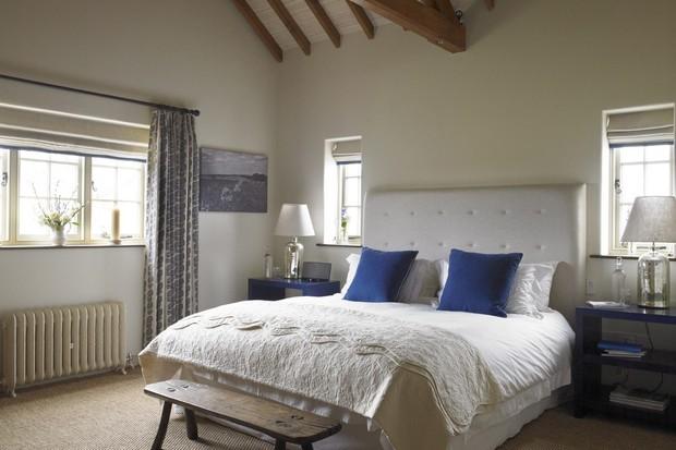 Caulston bedroom at the Three Daggers, Wiltshire