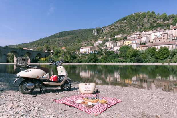 Picnics by a river at Village Castigno