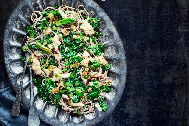 Easy Soba Noodle Recipe with Hummus and Kale served on a dark metal dish on a dark blue table