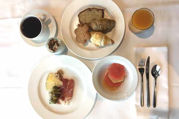 Breakfast at La Pleta hotel