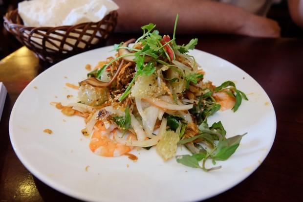 Crunchy salad with fresh prawns