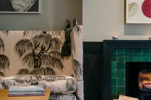 Relax with drinks in the bright lounge area with vintage furniture
