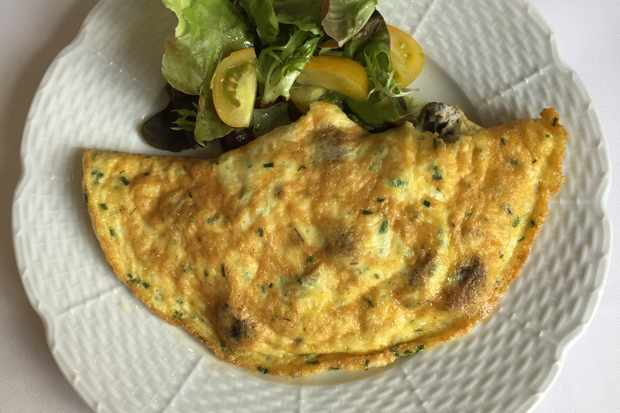 Mushroom and cheese omelette at Château la Chenevière