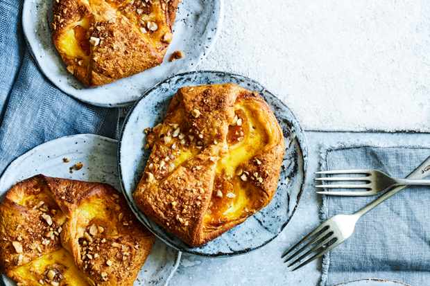 Apricot Pastry Recipe with Hazelnuts