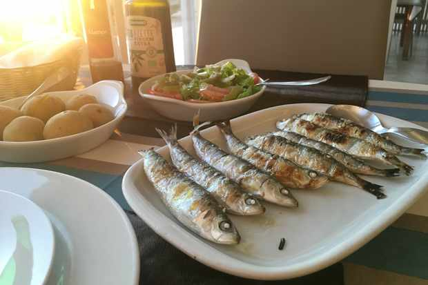 Freshly grilled sardines at roadside restaurant Dona Bia