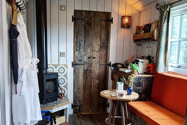 Shepherd's Hut Artist Residence Oxfordshire