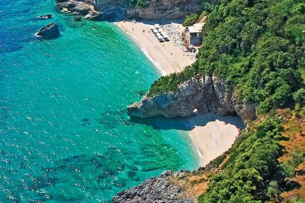 Mylopotamo beach - Aggelika restaurant which overlooks it