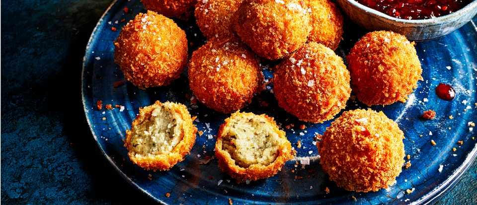 Stuffing Croquettes with Bread Sauce