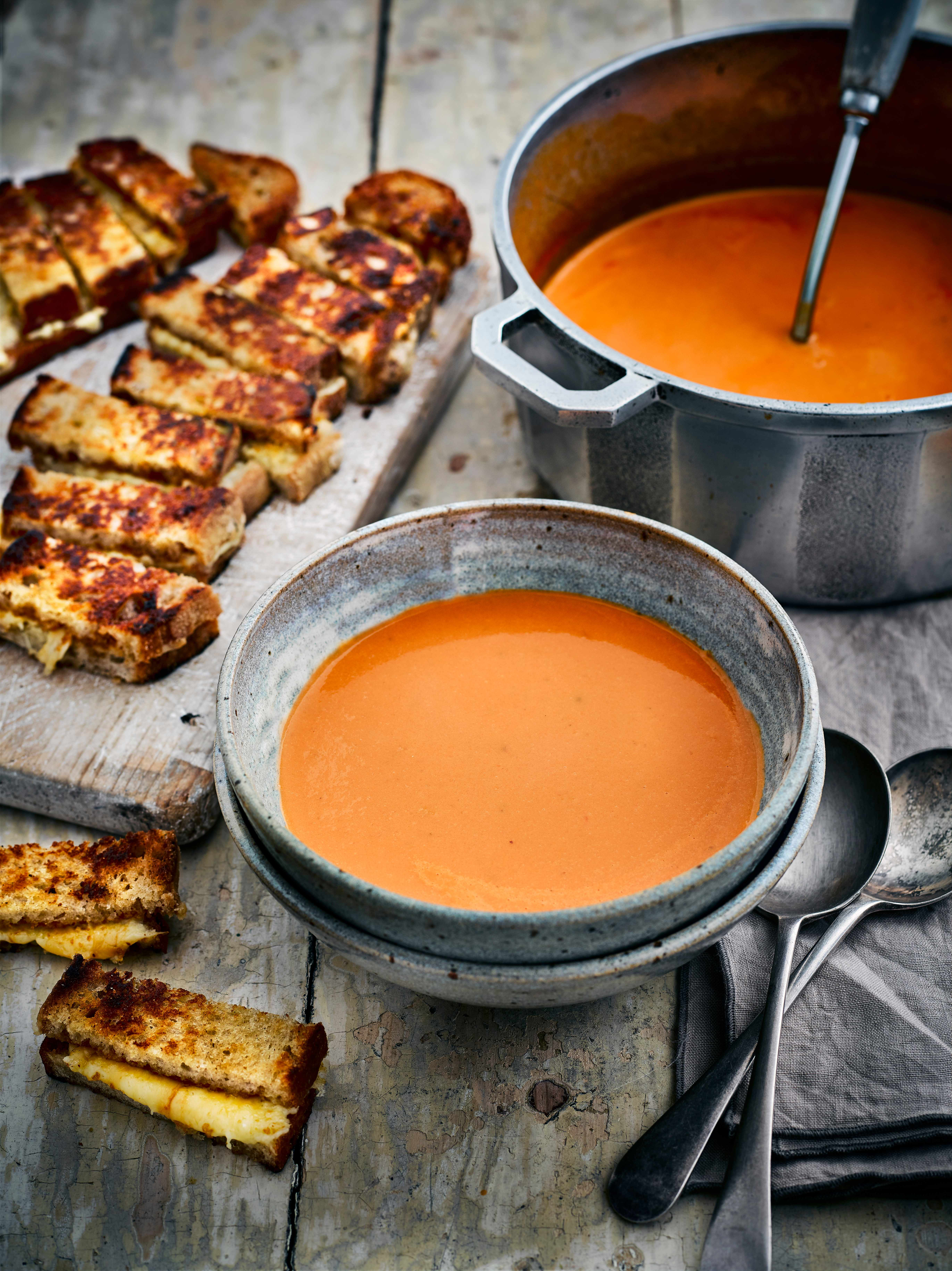 Creamy Tomato Soup Recipe with Cheese Dippers