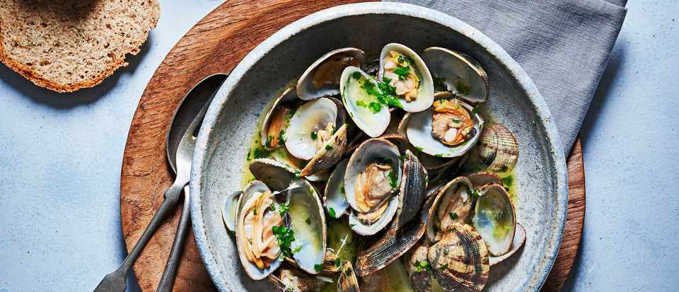 Clams in Garlic Butter Recipe with Soda Bread