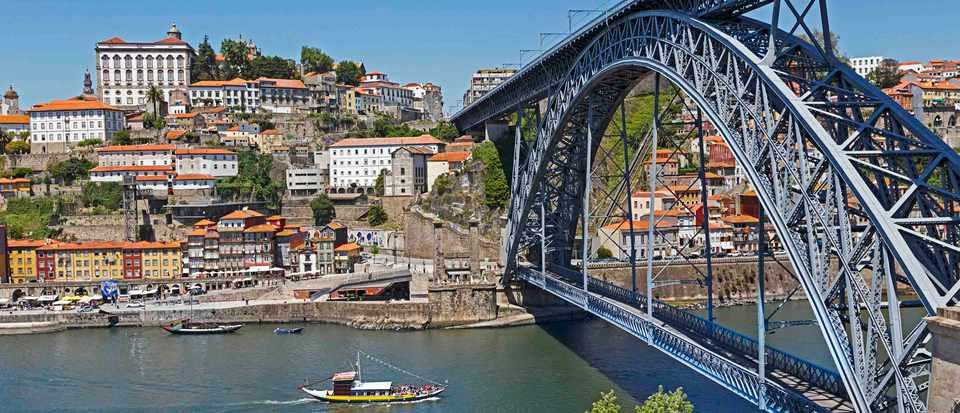 Dom Luis I bridge, Porto, Portugal.