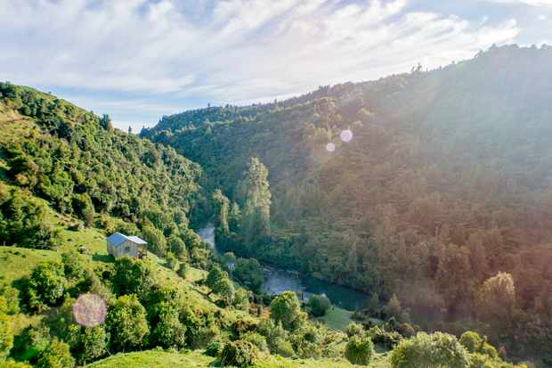Stunning Views in New Zealand Of Green Mountains