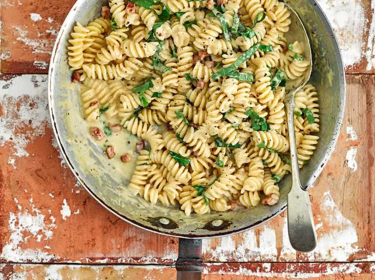 One-pot creamy pancetta and parmesan pasta