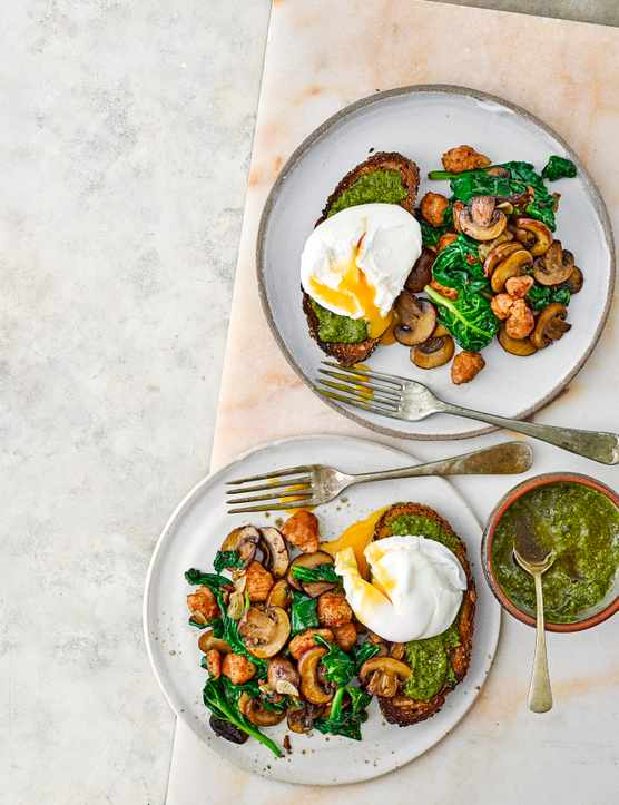 Vegetarian Breakfast Recipe with Spinach and Pesto