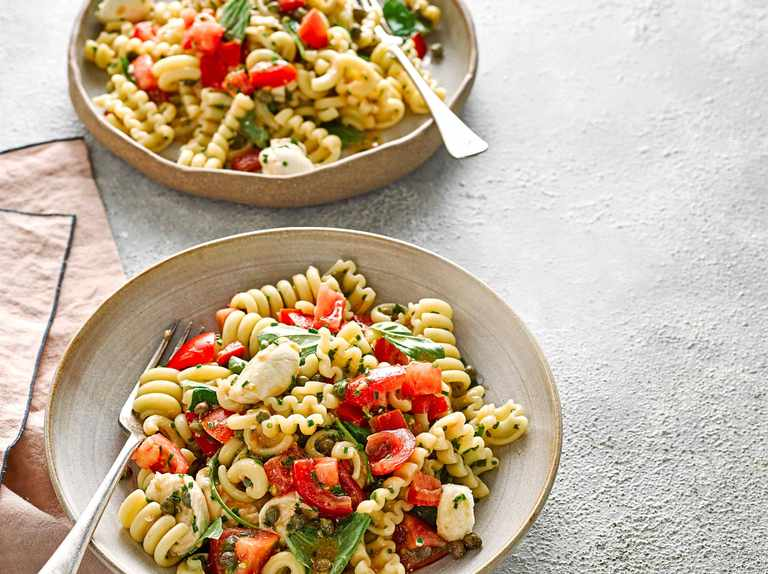 Pasta salad with bocconcini, capers and tomatoes