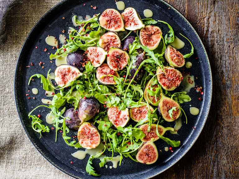 Figs with Grana Padano and pink peppercorn dressing