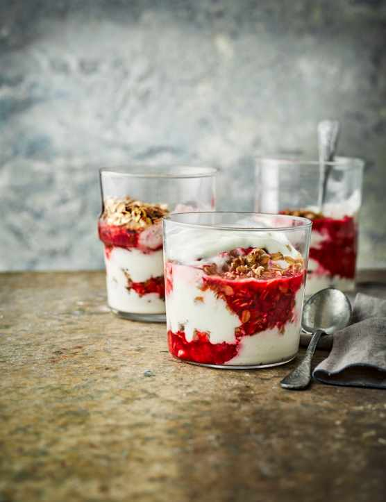 Vanilla Yogurt Cheesecake Recipe with Flapjack Crumble and Raspberries
