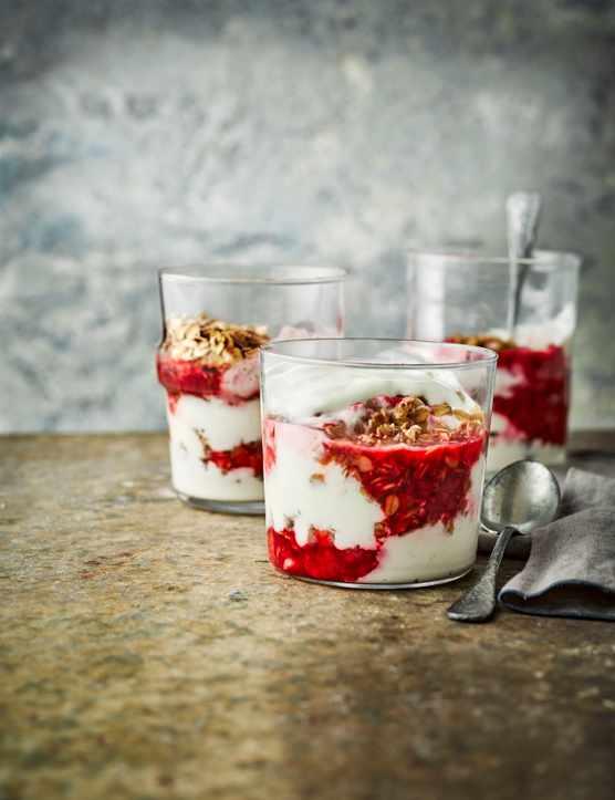 Vanilla Yogurt Cheesecake Recipe with Flapjack Crumble and Raspberries