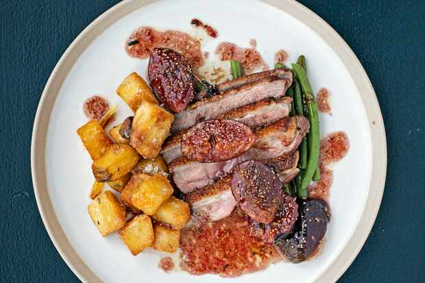 Roast Duck Breast Recipe with Figs, Rosemary and Fried Potatoes with Garlic