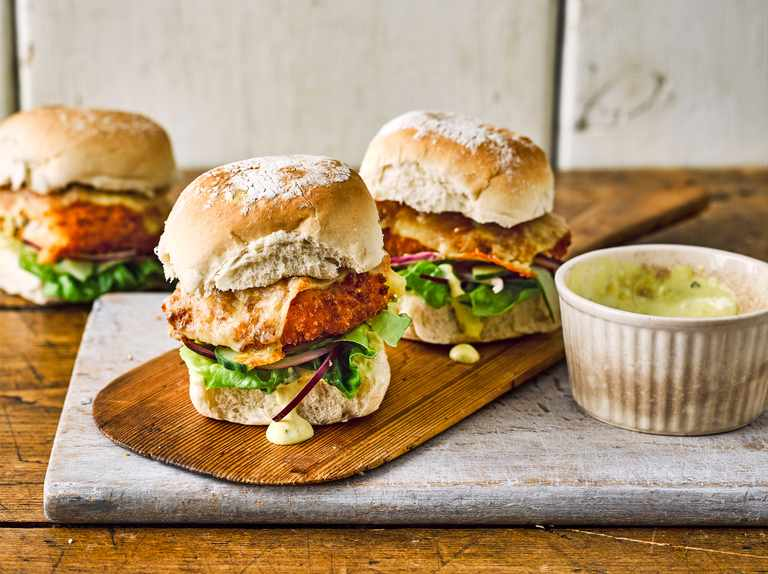 Crispy fish sandwiches with spicy tartare