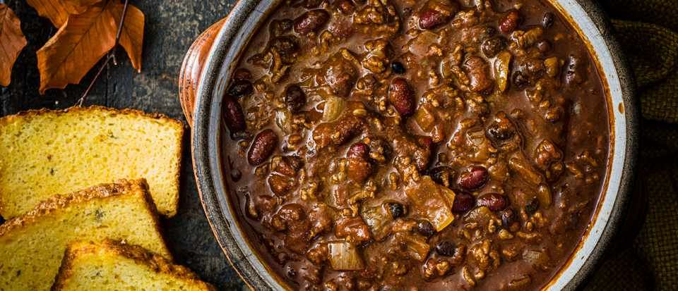 Slow-cooker chilli with jalapeño cheddar cornbread