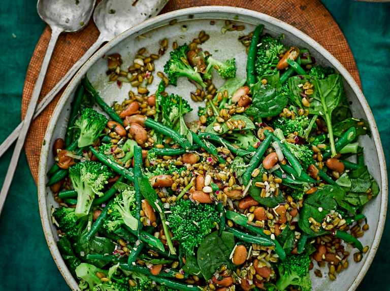Grains, greens and beans salad with pesto dressing