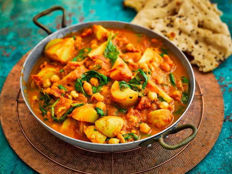Spinach, chickpea and potato curry