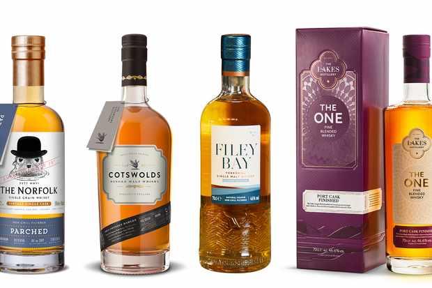 Quatre bouteilles de whisky anglais d'affilée