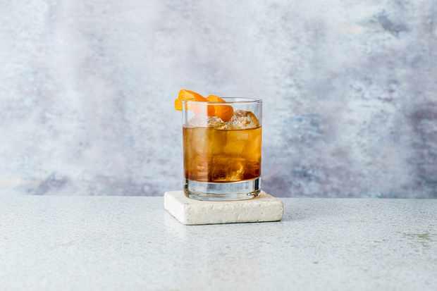 """Recette de cocktails à l'ancienne facile """"title ="""" Recette de cocktails à l'ancienne """"/> <body></p> <p><em> Vous cherchez des recettes de cocktails faciles? Vous voulez faire les meilleurs martinis expresso, Aperol spritz et daiquiris? Utilisez votre armoire à boissons pour créer notre rapide des cocktails, des numéros courts et percutants aux boissons rafraîchissantes et fruitées. </em></p> <p><em> Love gin? <a href="""