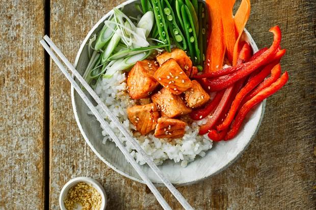 "Sriracha saumon poke bowl ""title ="" Sriracha saumon poke bowl ""/>   <div class="
