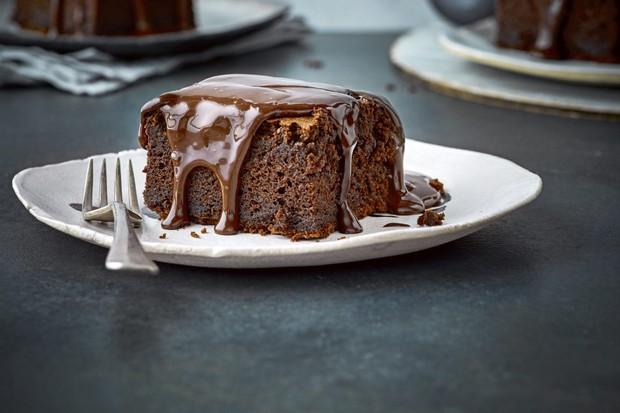 """Recette d'éponge au chocolat facile """"title ="""" Recette d'éponge au chocolat facile """"/> <body></p> <p><strong><em> Vous cherchez des recettes de pouding au chocolat? Vous voulez le meilleur fondant au chocolat? Essayez nos meilleures idées de desserts au chocolat, y compris les puddings, soufflés et brownies </em></strong></p> <p><em> Nous aussi ont une collection de nos meilleures recettes de chocolat <a href="""