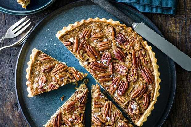 """Recette de tarte aux pacanes """"title ="""" Recette de tarte aux pacanes """"/> <body></p> <p><em> Essayez cette recette de tarte aux pacanes classique, puis consultez notre <a href="""