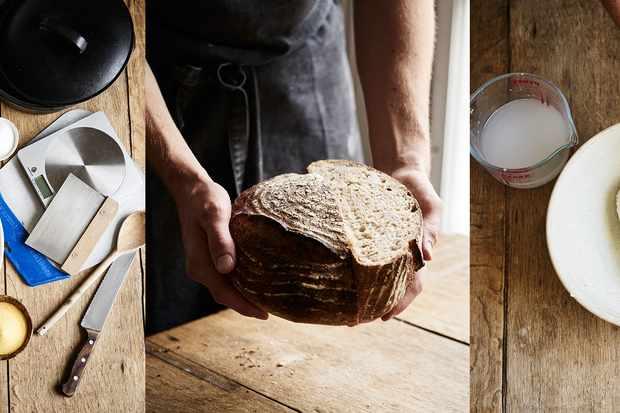 Une photo de l'équipement de fabrication du pain, une photo du levain et une photo de la pâte à pain pliée dans un bol.