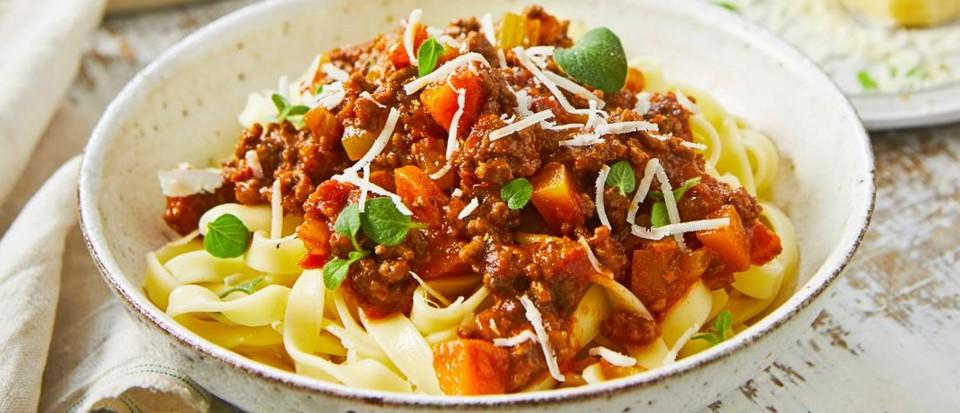 Lamb, tomato and oregano ragu