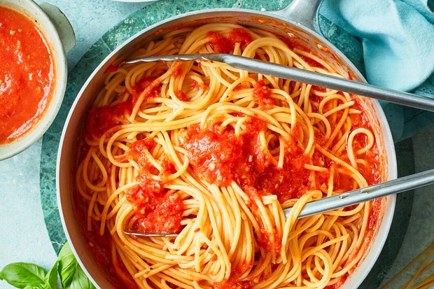 Spaghetti à la sauce tomate rôtie lentement