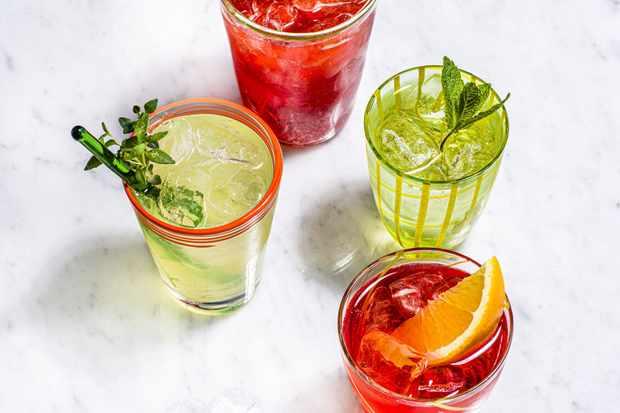 """Vénitien spritz, Hugo spritz, Limoncello spritz, Campari spritz """"title ="""" Venetian spritz, Hugo spritz, Limoncello spritz, Campari spritz """"/>   <p><em> Vous cherchez des recettes de spritz? Vous voulez le meilleur spritz Aperol ou Campari? Jetez un œil aux recettes de cocktails ci-dessous, puis découvrez d'autres de nos <a class="""