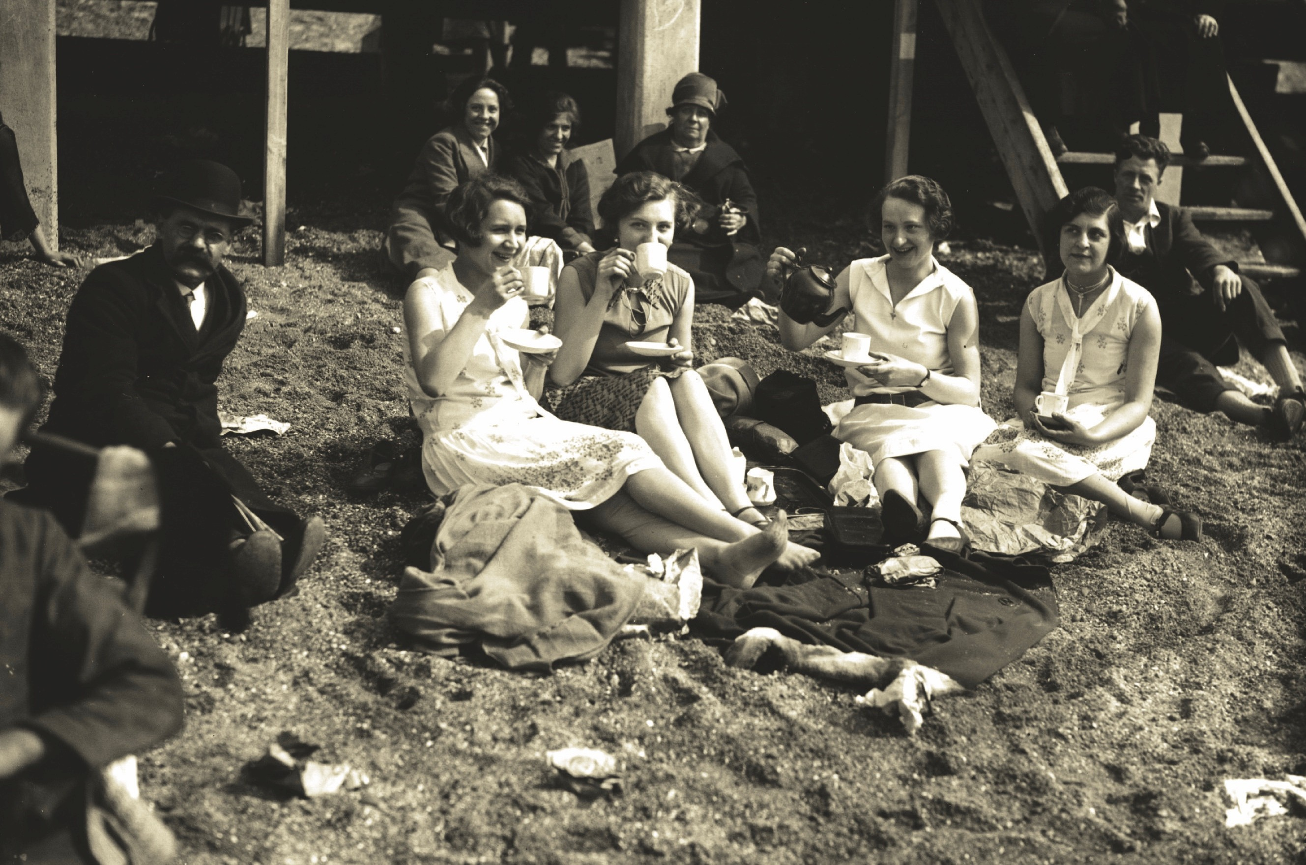 Holiday-goers in the 1920s enjoy some fun in the sun during a holiday from work at Southend ©Getty