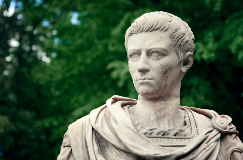 Caligula-2_0-22c589b