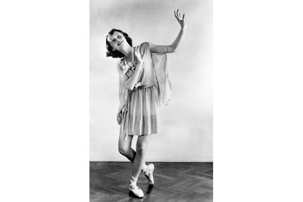 Dance recital photograph by Manon van Suchtelen, 1942 © Reserved