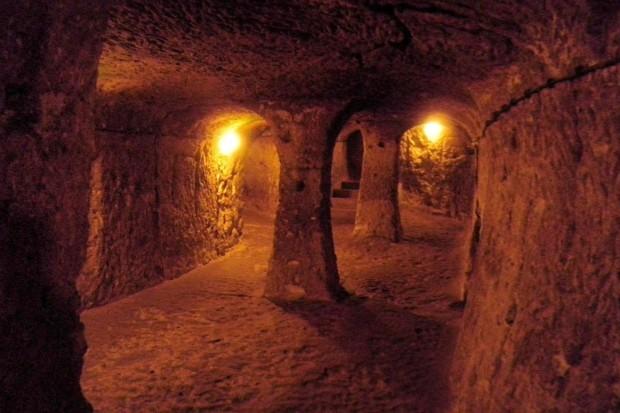 Have people ever lived underground? Ìpadocia Underground City © iStock