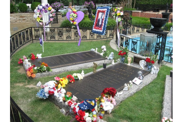 Elvis fans continue to pay their respects at Graceland © iStock
