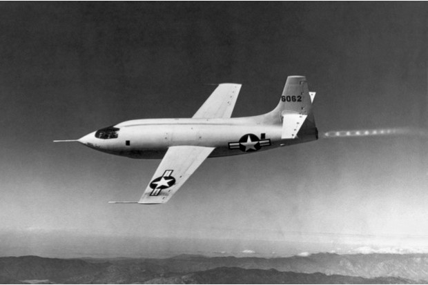 The first supersonic flight by Captain Charles Yeager and his Bell X-1, 14 October 1947 © Getty Images